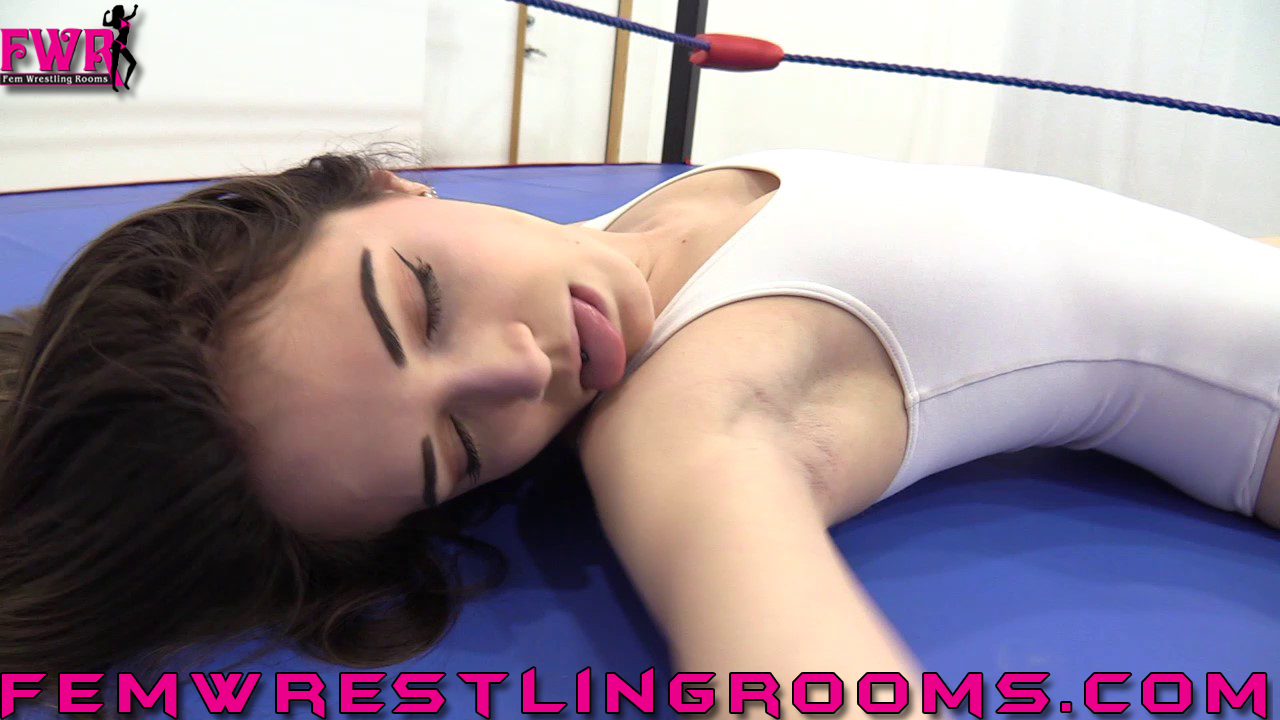 FWR-PEYTON-DOESN'T-PROVE-HERSELF-...-AT-ALL-(79)