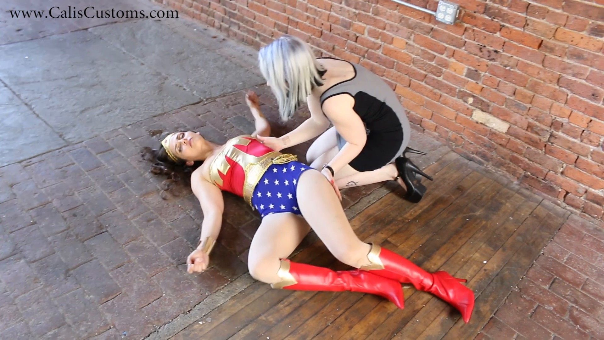 CALI The Wonder Woman KO Trap (34)