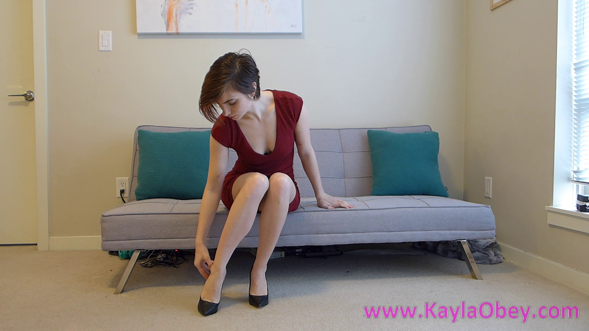 KED-The-Invisible-toys-with-Kayla-2
